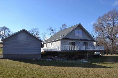 Markesan Single Family Home For Sale: W6986 Puckaway Rd Road