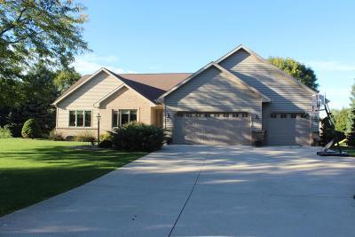 Fond du Lac County Single Family Home For Sale: W4015 Fairlane Cir Circle