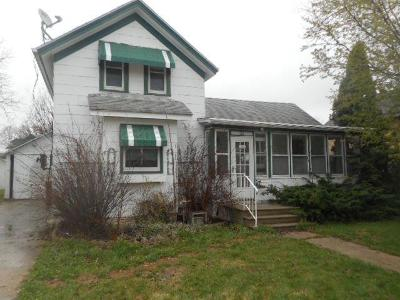 Juneau WI Single Family Home For Sale: $61,900