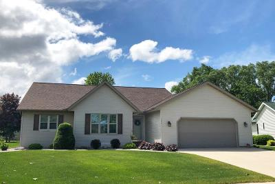 Fond du Lac County Single Family Home For Sale: 527 Sarah Dr Drive