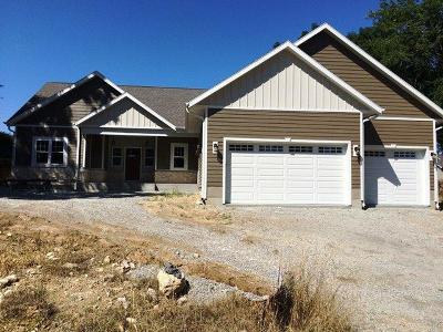 Dodge County Single Family Home For Sale: 608 Sweetbriar Ln Lane