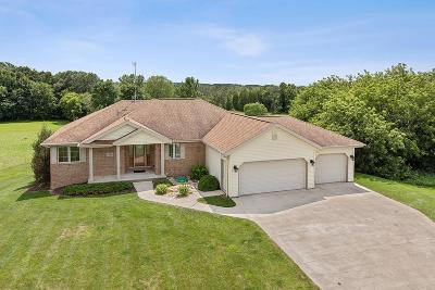 Fond du Lac County Single Family Home For Sale: 1598 Cedarview Dr Drive