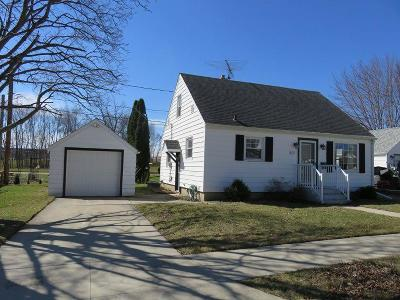 Waupun Single Family Home For Sale: 307 Pleasant Ave Avenue
