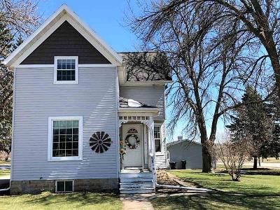 Ripon Single Family Home For Sale: 1105 Metomen St Street