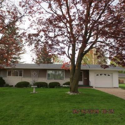 Waupun Single Family Home For Sale: 804 Pioneer Ave Avenue