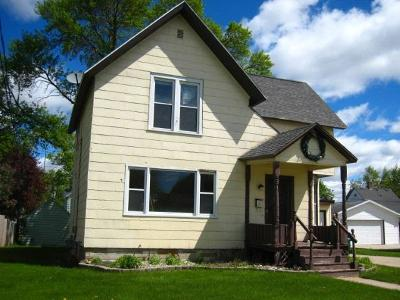 Waupun Single Family Home For Sale: 126 East Lincoln St Street