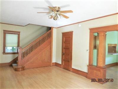 Waupun Single Family Home For Sale: 516 East Lincoln St Street