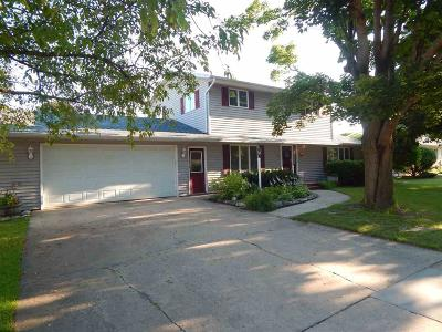 Waupun Single Family Home For Sale: 513 Edgewood Dr Drive