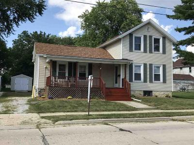 Dodge County Single Family Home For Sale: 212 East Davis St Street