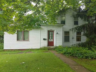Dodge County Single Family Home For Sale: 202 Fremont St Street