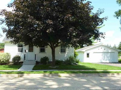 Fond du Lac County Single Family Home For Sale: 208 Monroe St Street