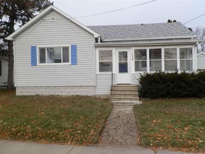 Oshkosh Single Family Home For Sale: 824 School Avenue Avenue