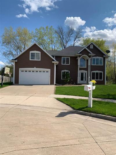 Oshkosh Single Family Home For Sale: 1390 Judy Lee Court Court