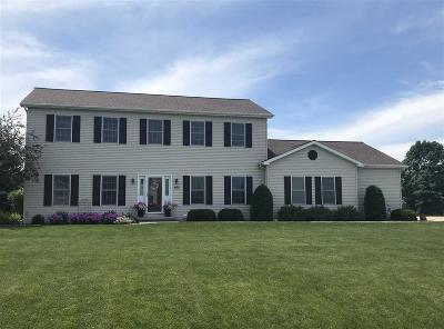Fond du Lac County Single Family Home For Sale: 852 Estate Drive Drive