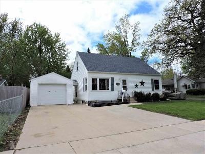 Omro Single Family Home For Sale: 440 East Larrabee Street Street