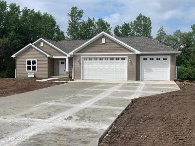 Fond du Lac County Single Family Home For Sale: N8522 Sunset Drive Drive