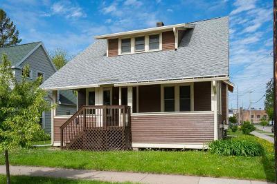 Oshkosh Single Family Home For Sale: 323 Bay Street Street