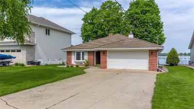 Winnebago County Single Family Home For Sale: 1318 Lakeshore Drive Drive