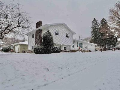Green Lake County Single Family Home For Sale: 270 Oak Street Street