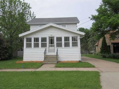 Oshkosh Single Family Home For Sale: 1322 Otter Avenue Avenue
