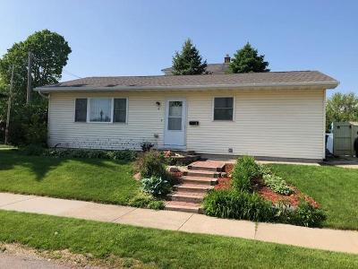 Oshkosh Single Family Home For Sale: 4 Huron Avenue Avenue