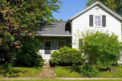 Oshkosh Single Family Home For Sale: 83 Frankfort Street Street