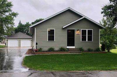 Omro Single Family Home For Sale: 235 East Ontario Street Street