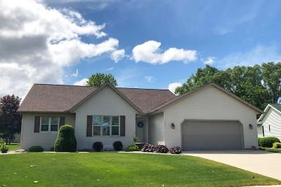 Fond du Lac County Single Family Home For Sale: 527 Sarah Drive Drive