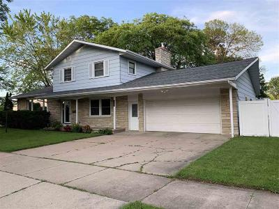 Oshkosh Single Family Home For Sale: 408 Reichow Street Street