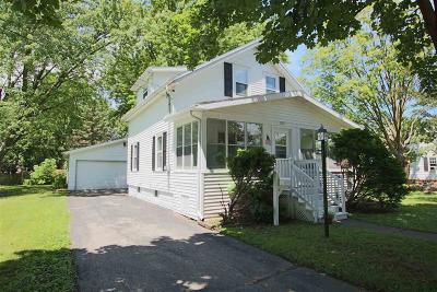 Oshkosh Single Family Home For Sale: 1833 Hubbard Street Street