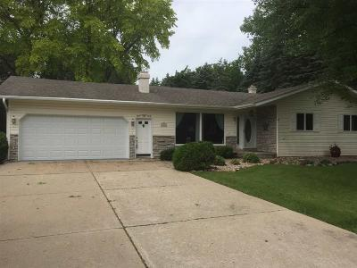 Omro Single Family Home For Sale: 631 Hawthorne Drive Drive