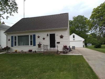 Oshkosh Single Family Home For Sale: 1653 Delaware Street Street