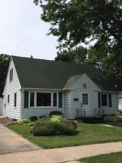 Oshkosh Single Family Home For Sale: 1617 Grove Street Street