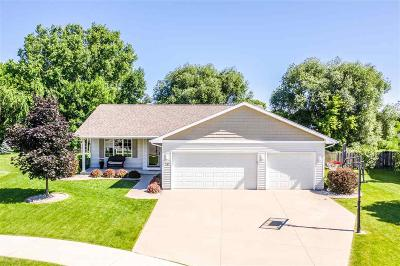 Omro Single Family Home For Sale: 737 Konnor Court Court