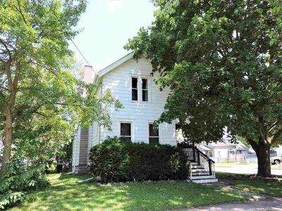 Oshkosh Single Family Home For Sale: 326 East Lincoln Avenue Avenue