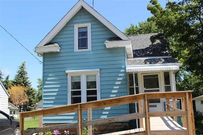 Oshkosh Single Family Home For Sale: 1826 Mt Vernon Street Street