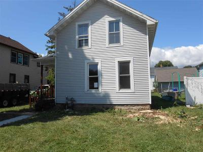 Oshkosh Single Family Home For Sale: 1507 Oregon Street Street