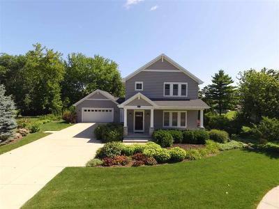 Oshkosh Single Family Home For Sale: 2375 Hickory Court Court