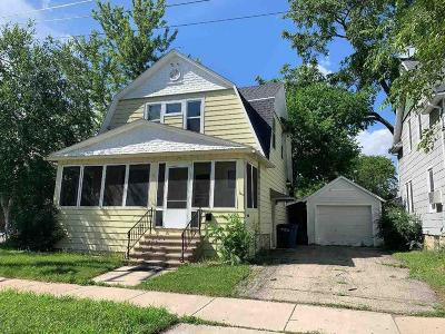 Oshkosh Single Family Home For Sale: 14 East Melvin Avenue Avenue