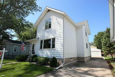 Oshkosh Single Family Home For Sale: 667 Mt Vernon Street Street