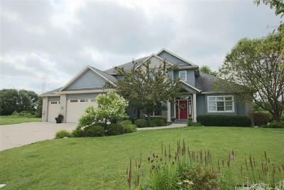 Fond Du Lac Single Family Home For Sale: 1162 Spring Lake Drive Drive