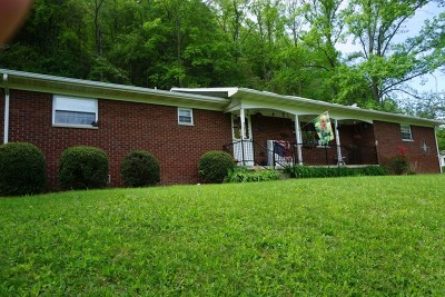Clay WV Single Family Home For Sale: $150,000
