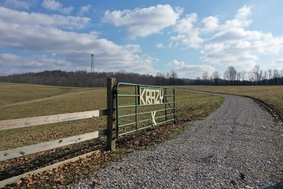 Gandeeville WV Farm For Sale: $899,000