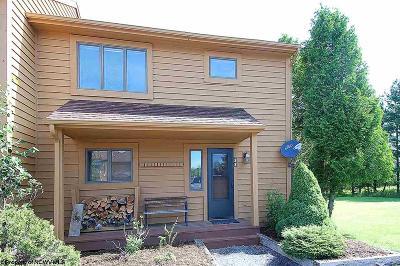 Davis Condo/Townhouse For Sale: 33 Deerfield Village