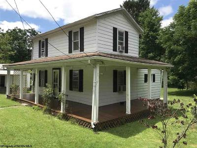 Elkins Single Family Home For Sale: 3 Hampton Street