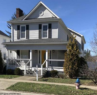 Elkins Single Family Home For Sale: 61 Pleasant Avenue