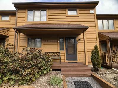 Davis Condo/Townhouse For Sale: 70-229 Deerfield Circle