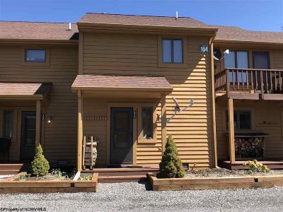 Davis Condo/Townhouse For Sale: 11-104 Deerfield Circle