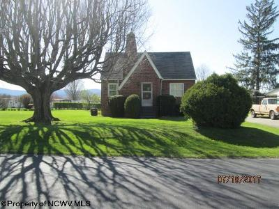 Elkins Single Family Home Contingent: 13 Butcher's Place