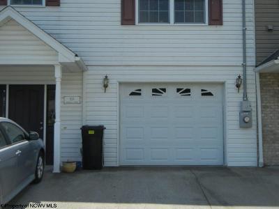 North Hills Condo/Townhouse Contingent: 824 Quadrilla Street